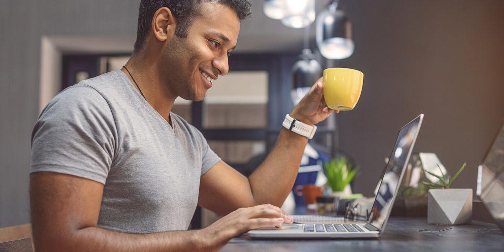 Job seeker looking at FlexJobs reviews.