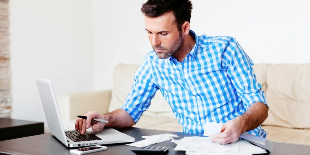 Freelancer drafting up freelance client invoices