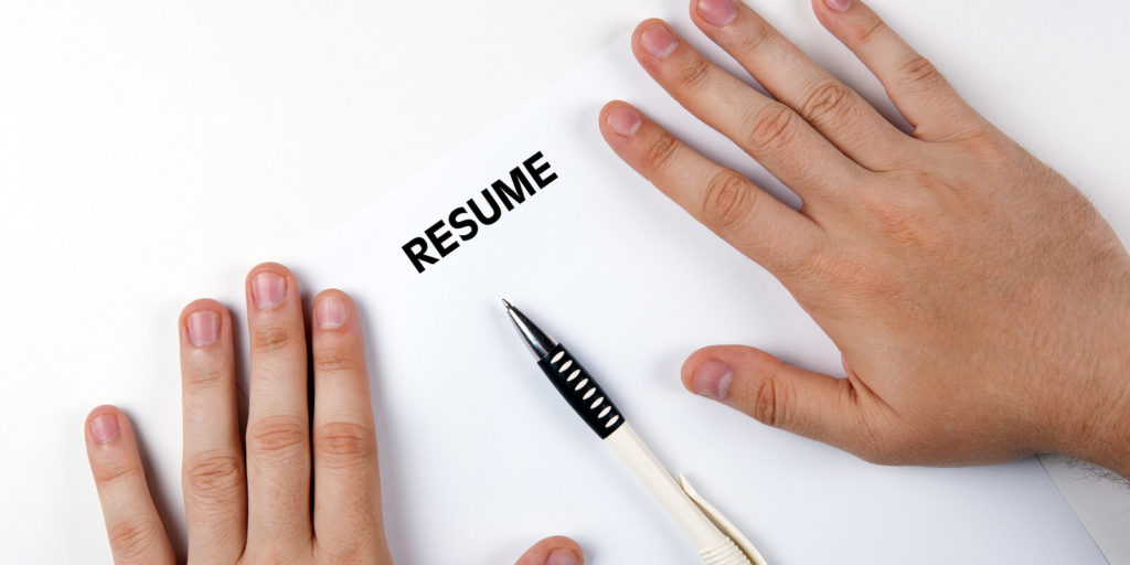 Improve resumes, one of the ideas for a better job search in 2018.